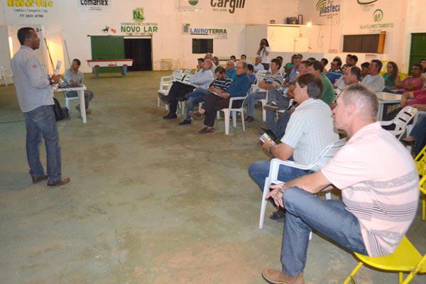 Reunião do Programa Fitossanitário com produtores no núcleo Cascudeiro