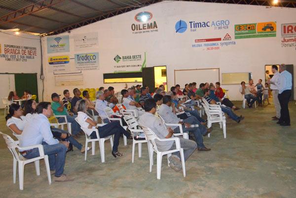 Participaram da reunião produtores da linha, representantes do poder público municipal e brigadistas