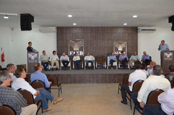 Durante a visita o ministro da agricultura, Neri Geller falou aos produtores no Auditório do Senar