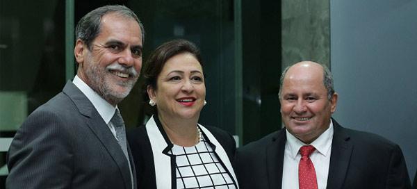 João Carlos Jacobsen, Presidente da Abrapa; Kátia Abreu, Ministra da Agricultura e Julio Busato, vice-presidente da   Abrapa na cerimônia de posse no Mapa.
