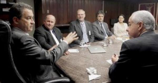 Governador Rui Costa em reunião com secretários e representantes da AIBA/ABAPA.Foto: Carla Ornelas/GOVBA