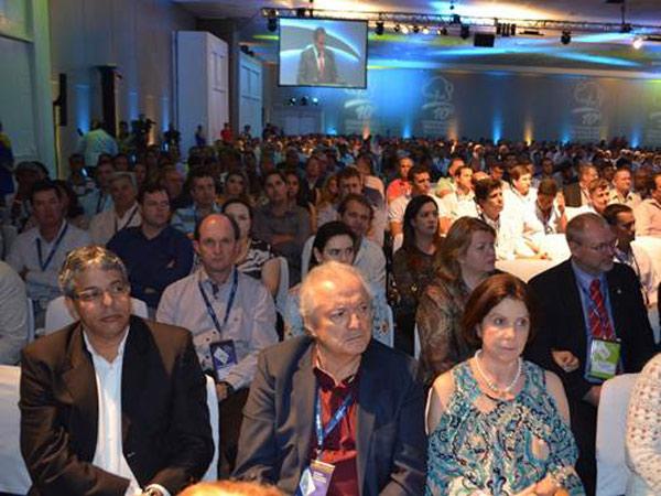 Mais de 1200 pessoas participam do Congresso, entre elas, os diretores da Abapa