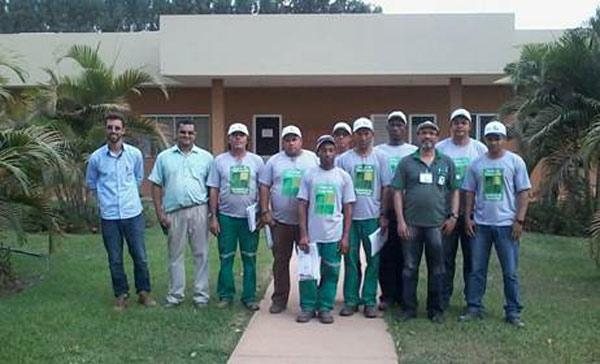 Participantes do treinamento para operadores de motosserra