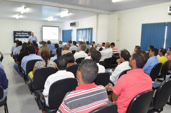 A cerimônia aconteceu no auditório do Centro de Treinamento, em Luís Eduardo Magalhães