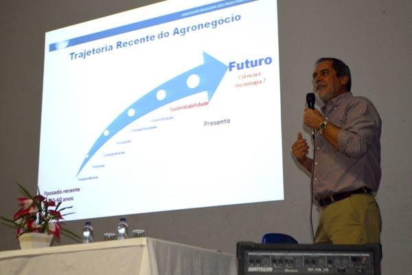 O presidente da Abrapa, João Carlos Jacobsen, foi o primeiro a palestrar no evento