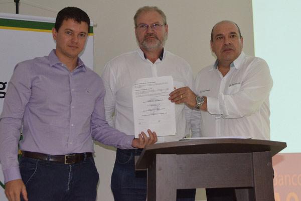 Abapa e Senar assinam convênio com Agrosul-John Deere, em Luís Eduardo Magalhães
