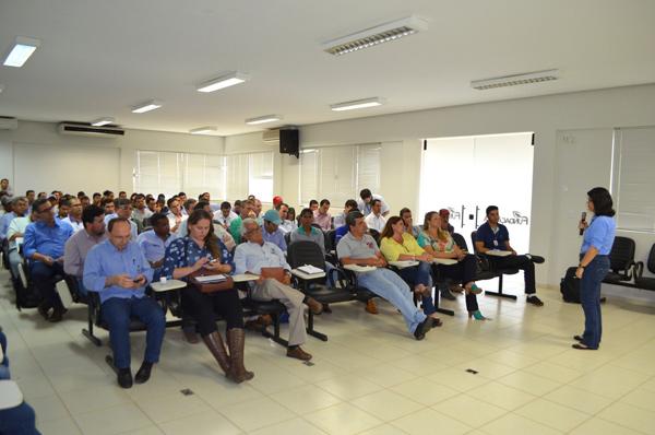 Dra.Silvana, da Embrapa Cerrados, apresentou pesquisa realizada com o apoio da Abapa