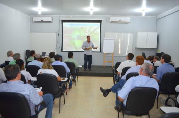A reunião aconteceu na Fazenda São Francisco, do produtor Ademar Marçal