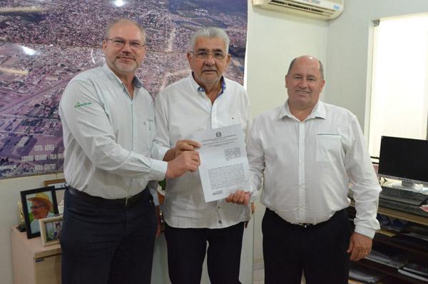 Assinatura do termo de cooperação, no Gabinete do prefeito de Barreiras