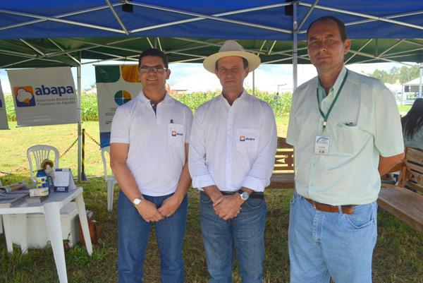 Diretor executivo da Abapa, Lidervan Moraes; vice-presidente da Abapa, Luiz Carlos Bergamaschi; e o coordenador do evento, Álvaro José
