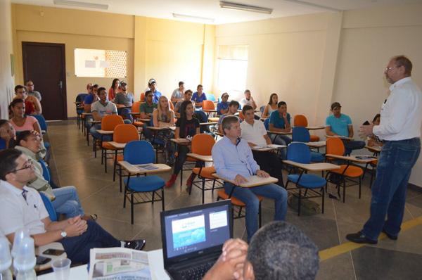 A palestra aconteceu na Fasb, em Barreiras