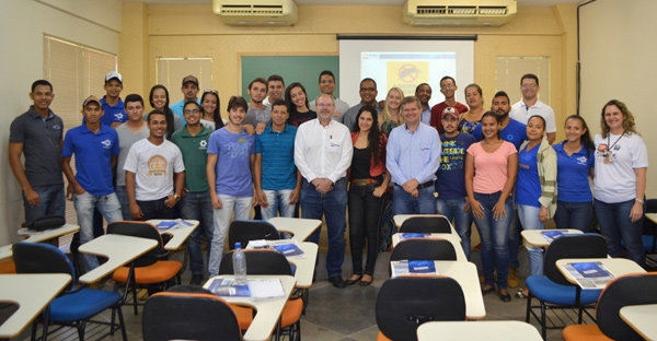 Presidente da Abapa participa de programação com alunos de Engenharia Agronômica