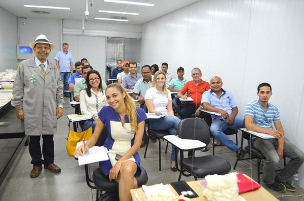 Com uma carga horária de 44 horas, o curso contou com aulas expositivas/dialogadas e demonstrativas