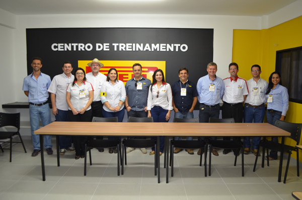 O presidente da Abapa, Celestino Zanella, com parceiros da ação
