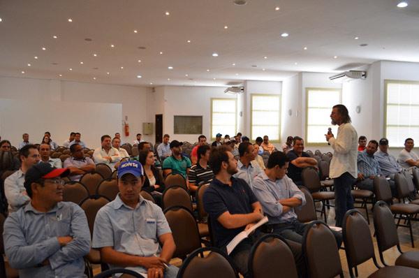 No dia 23, as palestras aconteceram no auditório da Sindicato dos Produtores Rurais, em LEM