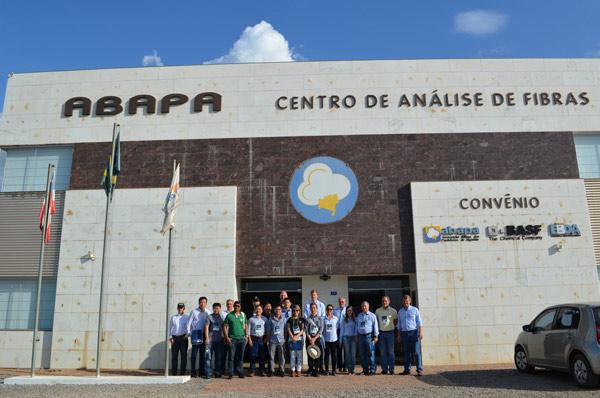 Visita ao Centro de Análise de Fibras da Abapa
